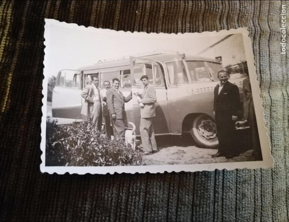 ANTIGUA FOTOGRAFÍA. AUTOBÚS. FOTO AÑOS 50. ANTIGUO. (Fotografía Antigua - Fotomecánica)