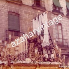 Fotografía antigua: SEMANA SANTA SEVILLA, 1977, LA SOLEDAD DE SAN LORENZO, 125X90MM. Lote 105019315