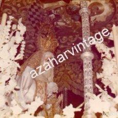 Fotografía antigua: SEMANA SANTA SEVILLA, 1977, LA VIRGEN DEL ROSARIO, HERMANDAD DE MONTESION, 125X90MM. Lote 105019487