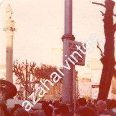 Fotografía antigua: SEMANA SANTA SEVILLA, 1977, LA VIRGEN DEL ROSARIO, HERMANDAD DE MONTESION, 125X90MM. Lote 105019603