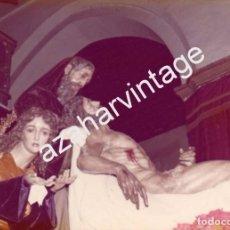 Fotografía antigua: SEMANA SANTA SEVILLA,1977, MISTERIO HERMANDAD DE SANTA MARTA, 90X120MM. Lote 105297811