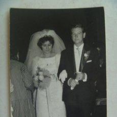 Fotografía antigua: FOTO DE UNA BODA , 1960. DE BARAS , UBEDA. Lote 105712467