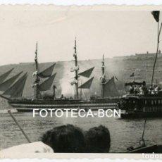 Fotografía antigua: FOTO ORIGINAL PUERTO DE BARCELONA BARCO VELERO GOLONDRINA AÑO 1951. Lote 106685171