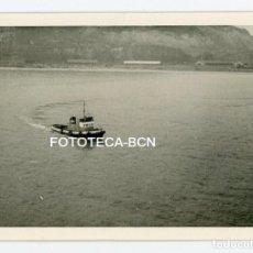 Fotografía antigua: FOTO ORIGINAL BARCO REMOLCADOR POSIBLEMENTE PUERTO DE BARCELONA AÑOS 60. Lote 107099603