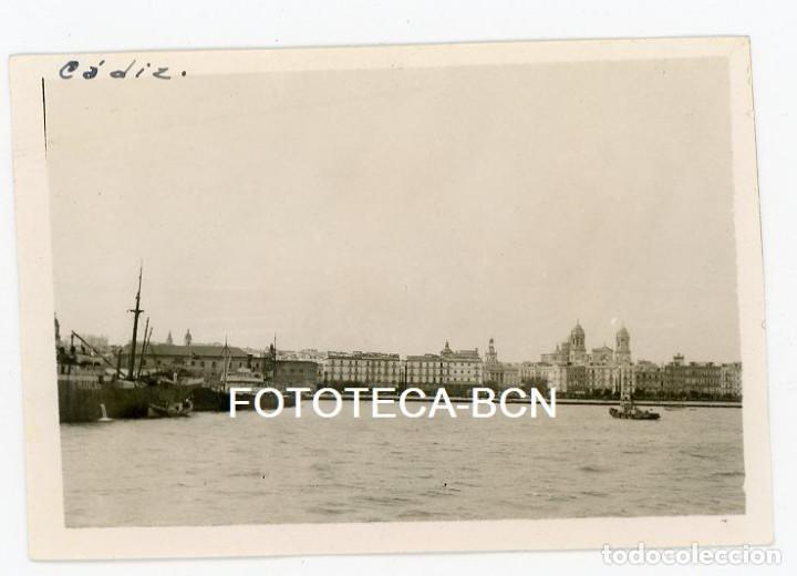 FOTO ORIGINAL PUERTO DE CADIZ BARCO REMOLCADOR CATEDRAL AÑOS 40/50 (Fotografía Antigua - Fotomecánica)