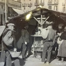 Fotografía antigua: ANTIGUA FOTO 17 X 12 CTMS. ZONA DE EL BORN. BARCELONA. SELLO FOTÓGRAFO AL REVERSO. Lote 108331447