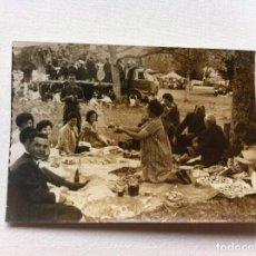 Fotografía antigua: FOTOGRAFÍA (MERIENDA CAMPESTRE EN MONTERROSO) MÚSICOS EN EL CAMIÓN. LUGO. 10,5 X 7,5CM. AÑOS 60.. Lote 108395615