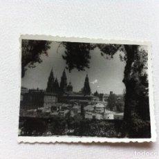Fotografía antigua: FOTOGRAFÍA (SANTIAGO DE COMPOSTELA. VISTA DE LA CATEDRAL). 6 X 7,5CM. AÑO 1961. Lote 108397323