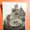 Fotografía antigua: ANTIGUA FOTOGRAFÍA. FALLA PLAZA DEL MERCADO. ARTISTA REGINO MAS. FALLAS DE VALENCIA. FOTO AÑO 1953.. Lote 108678627