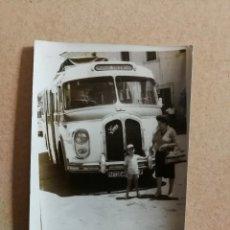 Fotografía antigua: ANTIGUA FOTOGRAFÍA. AUTOBUS SAURER. LINEA MADRID VALENCIA. FOTO.. Lote 108699315