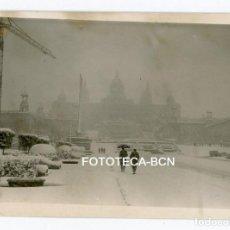Fotografía antigua: FOTO ORIGINAL BARCELONA NEVADA DE 1962 MONTJUIC MONTJUICH PALACIO NACIONAL FUENTES. Lote 108779263