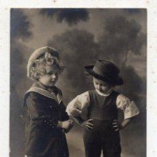 Fotografía antigua: FOTOGRAFÍA ANTIGUA DE PAREJA DE NIÑOS. FRANQUEADA EL 18 DE AGOSTO DE 1912. MATARÓ. BARCELONA.. Lote 108924011
