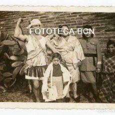 Fotografía antigua: FOTO ORIGINAL FIESTA DE DISFRACES DURANTE LA GUERRA CIVIL ABRIL DE 1937. Lote 109062479