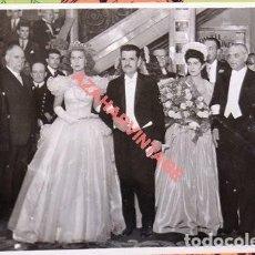 Fotografía antigua: SEVILLA, AÑOS 40, LA DUQUESA DE ALBA EN LOS JUEGOS FLORALES, ESPECTACULAR, 165X115MM. Lote 109241255