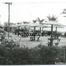 Fotografía antigua: FOTO ORIGINAL ESTEPONA PASEO MARITIMO AÑOS 60. Lote 109312671