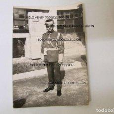 Fotografía antigua: GUARDIA CIVIL DE GALA CON TRICORNIO BENEMÉRITA SABADELL BARCELONA FOTO ANTIGUA ORIGINAL AÑO 1960. Lote 109324275
