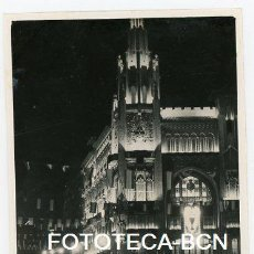 Fotografía antigua: FOTO ORIGINAL BARCELONA ILUMINADA VIA LAIETANA CON JONQUERES AÑO 1952. Lote 109458711