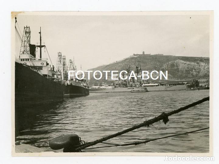 FOTO ORIGINAL PUERTO BARCELONA BARCO DE GUERRA BUQUE MERCANTE GOLONDRINA MONTJUIC AÑO 1960 (Fotografía Antigua - Fotomecánica)
