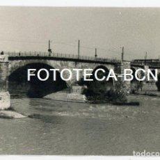 Fotografía antigua: FOTO ORIGINAL ZARAGOZA PUENTE DE PIEDRA RIO EBRO AÑOS 60. Lote 109537723