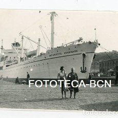 Fotografía antigua: FOTO ORIGINAL PUERTO DE BARCELONA BARCO ANTONIOTTO USODIMARE AÑOS 50. Lote 109898547