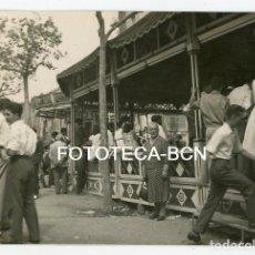 Fotografía antigua: FOTO ORIGINAL BARCELONA ATRACCIONES FERIA EN LAS VIVIENDAS DEL CONGRE DISTRITO SANT ANDREU AÑO 1958. Lote 110194071