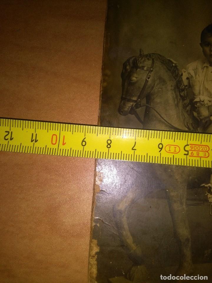 Fotografía antigua: Foto antigua niño montado en caballo balancín, mirar fotos - Foto 6 - 110633995