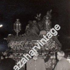Fotografía antigua: SEMANA SANTA SEVILLA, ANTIGUA FOTOGRAFIA COFRADIA DEL VALLE, 75X105MM. Lote 110879687