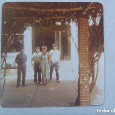 Fotografía antigua: FOTO DE OFICIAL DE LA GUARDIA CIVIL Y FAMILIA EN LA CASA CUARTEL . Lote 110919523