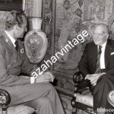 Fotografía antigua: MADRID,1979, AUDIENCIA DEL REY A JOSEP TARRADELLAS, PRESIDENTE DE LA GENERALITAT,240X180MM . Lote 111035091