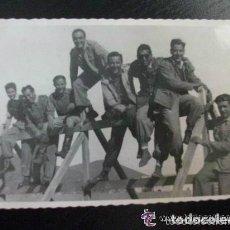 Fotografía antigua: PROTECTORADO : FOTO DE MILITARES . TARGUIST, MARRUECOS, 1946.. Lote 111342859