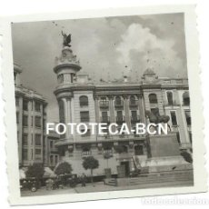 Fotografía antigua: FOTO ORIGINAL CORDOBA PLAZA DE LAS TENDILLAS MONUMENTO AL GRAN CAPITAN COCHE AUTOMOVIL AÑO 1951. Lote 111379007