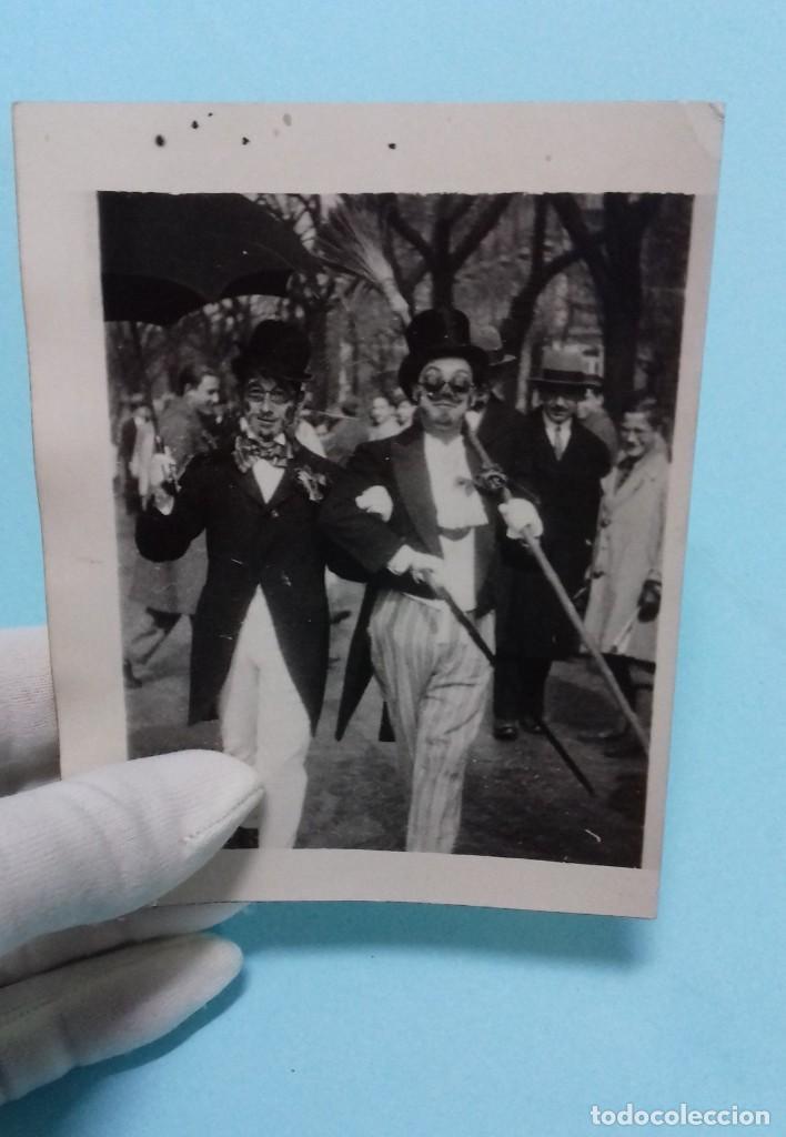 FOTOGRAFÍA ANTIGUA 2 PERSONAJES CON DISFRACES CARNAVAL, FECHADA Y DEDICADA 1930 (Fotografía Antigua - Fotomecánica)