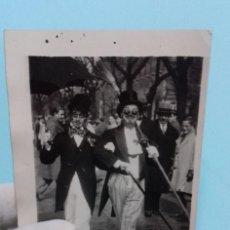 Fotografía antigua - Fotografía antigua 2 personajes con disfraces Carnaval, fechada y dedicada 1930 - 111642595