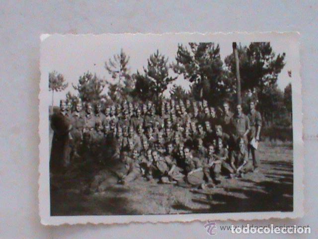 FOTO DE LA MILI : SOLDADOS CON ROPA DE FAENA . AÑOS 40 (Fotografía Antigua - Fotomecánica)