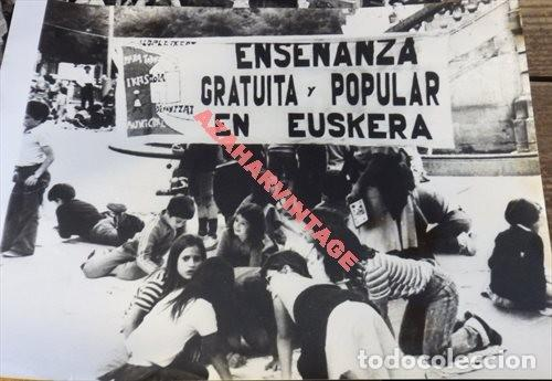 PAMPLONA, 1979, REIVINDICACIONES PARA LA ENSEÑANZA DEL EUSKERA, 24X18 CMS (Fotografía Antigua - Fotomecánica)