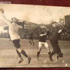 Fotografía antigua: FUTBOL CLUB FC BARCELONA FOTOGRAFIA 1914 PORTERO BALON PIRUETA GENIAL JOSEP SAMITIER MITICO AS (5. Lote 113160540