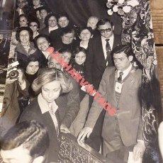 Fotografía antigua: MADRID, 1982, LA REINA DOÑA SOFIA EN JESUS DE MEDINACELI, 180X240MM. Lote 113187327