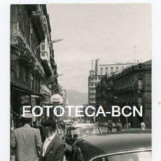 Fotografía antigua: FOTO ORIGINAL VIGO CALLE DE LA LOCALIDAD AÑOS 60. Lote 113704475