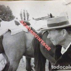 Fotografía antigua: SEVILLA, ANTIGUA FOTOGRAFIA, ESCENA TIPICA FERIA DE ABRIL, 240X180MM. Lote 113837123