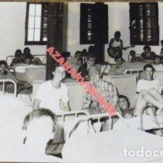Fotografía antigua: ANTIGUA FOTOGRAFIA DE LA COLONIA MUNICIPAL INFANTIL DE JABUGO, HUELVA, 140X90MM. Lote 113842939