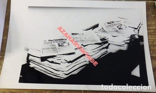 AÑOS 70, INCAUTACION DE EJEMPLARES DE EL CORREO DEL PUEBLO, PERIODICO CLANDESTINO, 178X128MM (Fotografía Antigua - Fotomecánica)