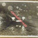 Fotografía antigua: SEVILLA, AÑOS 70, ANTIGUA FOTOGRAFIA DE UN TAXI, 178X128MM. Lote 113892095