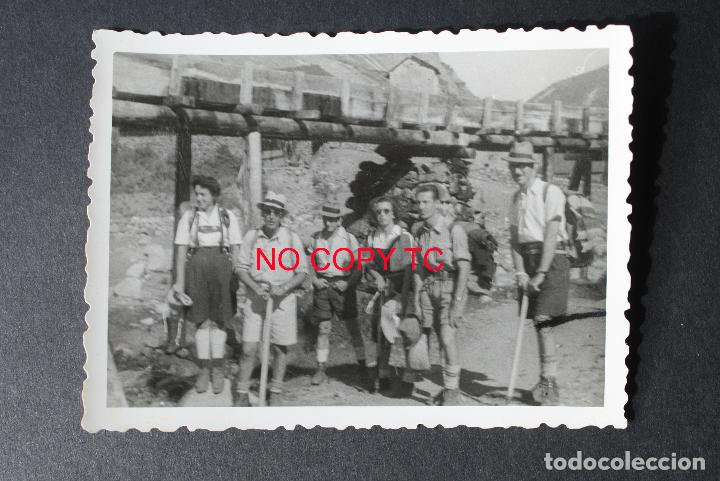 FOTOGRAFÍA TARRAGONA, VALLE D'ANEU, MONTBLANCH, BOHÍ, ARÁN? EXCURSIONISTAS MONTAÑEROS DISFRAZADO (Fotografía Antigua - Fotomecánica)