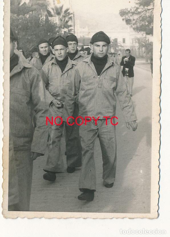 FOTOGRAFÍA CARTAGENA SOLDADOS MILITAR MILITARES MARINA DESFILE (Fotografía Antigua - Fotomecánica)