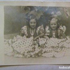 Fotografía antigua: FOTO DE FERIA : NIÑAS VESTIDAS DE FLAMENCA , AÑOS 40. Lote 114098923