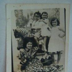 Fotografía antigua: MINUTERO DE FOTOGRAFO DE FERIA : NIÑA VESTIDA DE FLAMENCA Y NIÑOS EN CABALLITO. Lote 115158171