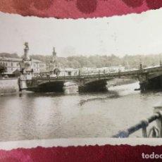 Fotografía antigua: ANTIGUA FOTOGRAFÍA. SAN SEBASTIÁN. PUENTE DE MARÍA CRISTINA. AÑO 1942. FOTO.. Lote 115744175