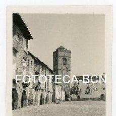 Fotografía antigua: FOTO ORIGINAL AINSA PLAZA MAYOR PIRINEO HUESCA AÑOS 30. Lote 116071911