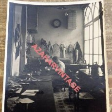 Fotografía antigua: SEVILLA, 1938, GUERRA CIVIL, TALLER DE APARATOS ORTOPEDICOS, MUY RARA, 90X120MM. Lote 116327831