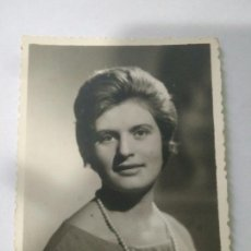 Fotografía antigua: FOTOGRAFIA,FOTO MUJER SEVILLA 1962 AÑOS 60,PERLA. Lote 116786482